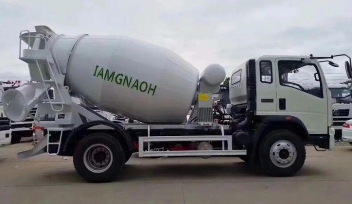 HOWO 4X2 LHD 5M3 130hp concrete mixer truck
